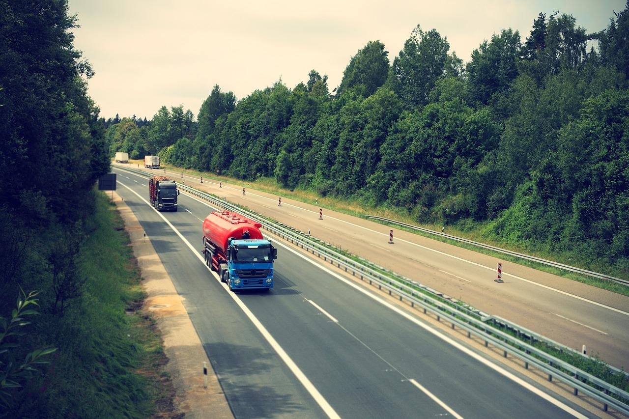 Primer peaje para camiones en España, comienza a funcionar este mes