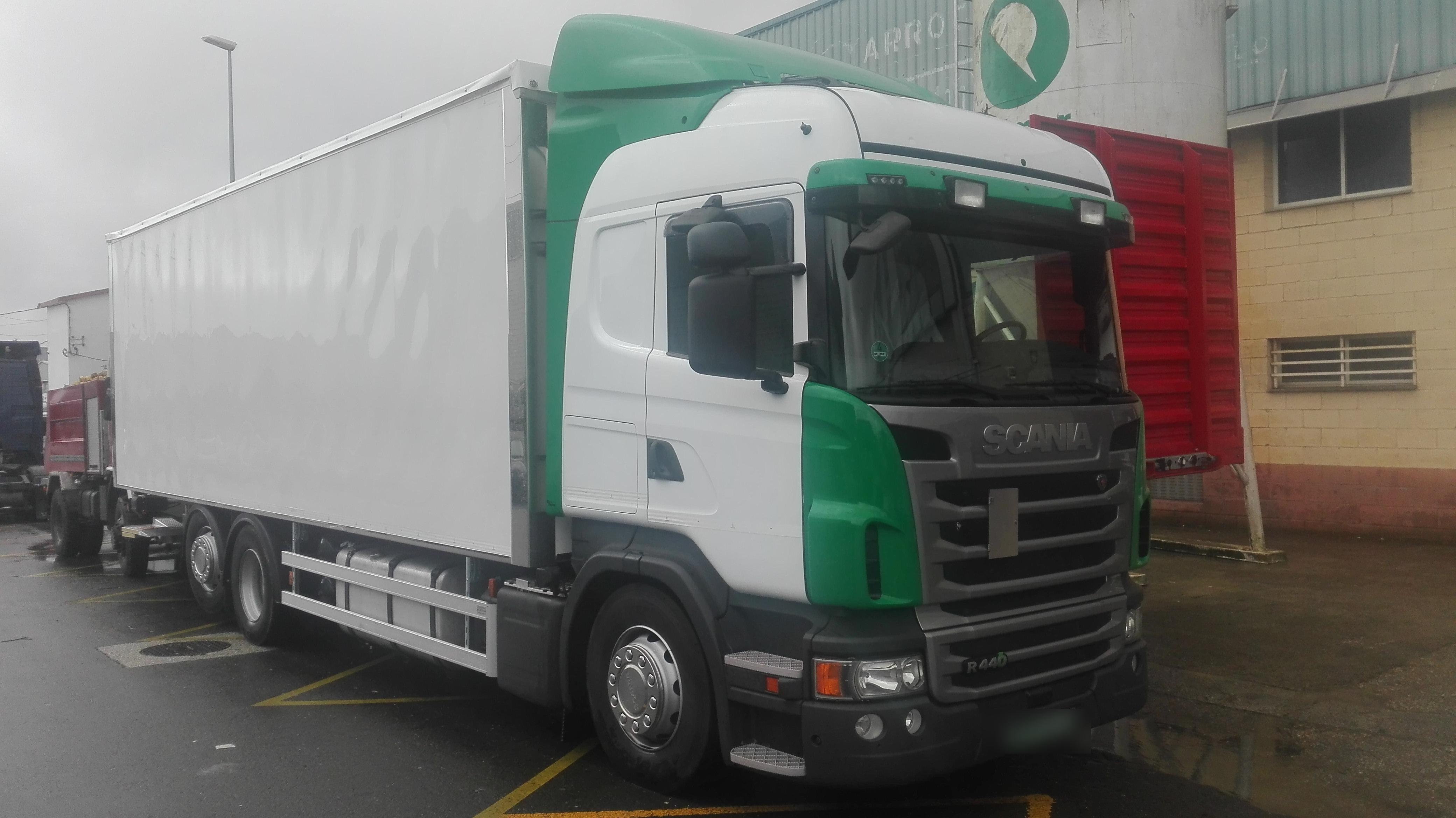 La última, una carrocería paquetera para Transportes El Jaime.