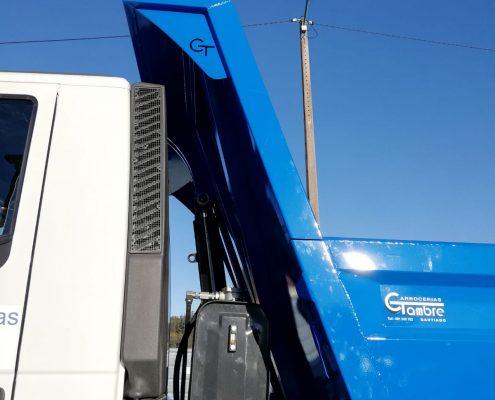 Ejemplo de carrocería basculante para camiones