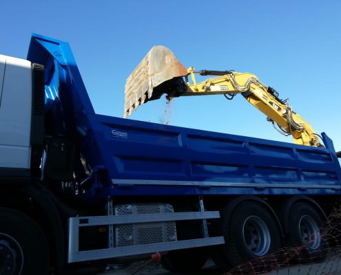 Contenedor basculante para transporte de mercancías | Carrocerías Tambre